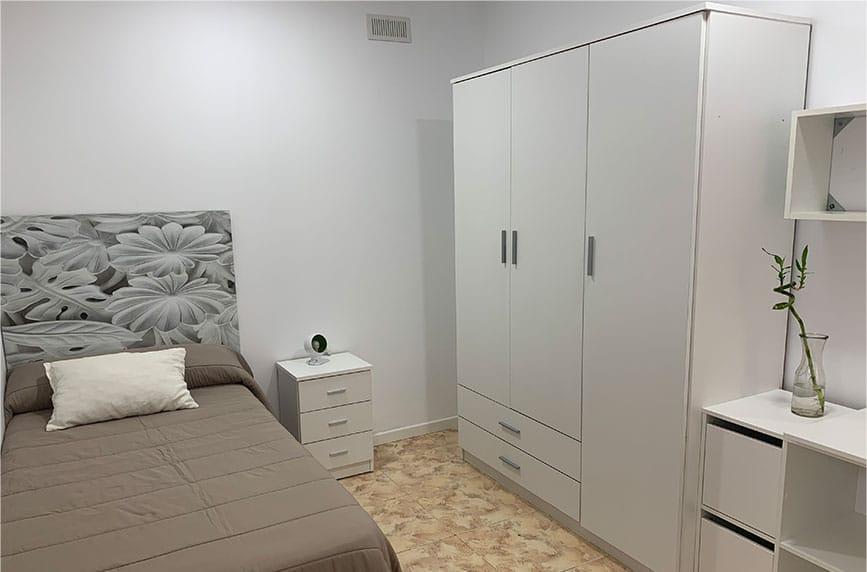 Habitación bonita en residencia universitaria en Burjassot