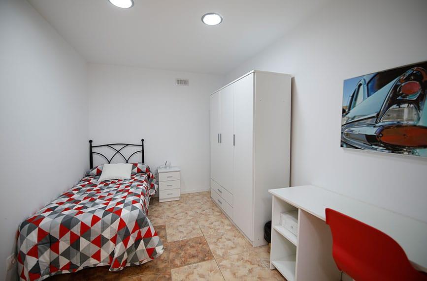 Habitación de estudiantes con mobiliario nuevo